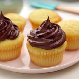 Cette onctueuse crème au beurre CHOCOLATÉE, ne prend que 5 minutes à faire!