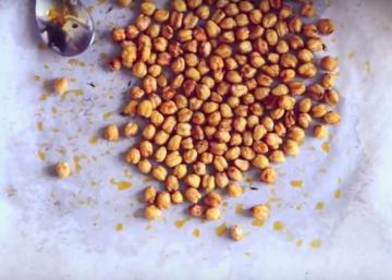 Vous ne servirez plus JAMAIS de chips à l'apéro grâce à ces pois chiches RÔTIS aux épices!