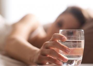 Voici 5 choses étonnantes qui se produisent dans votre corps en buvant de l'eau l'estomac vide