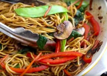 LO MEIN le plus rapide jamais vu! Un repas en 15 minutes parfait pour les LUNCHS de semaine...