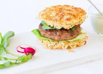 Burger RAMEN... Pour les amateurs de NOUILLES qui aiment le changement! OSEREZ-vous?