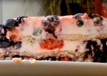Ce gâteau aux petits fruits, sirop d'érable et lait de coco SANS CUISSON est IRRÉSISTIBLE!