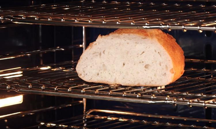 Ne jetez plus vos veilles baguettes de pain... voici 3 façons de les récupérer en quelques minutes seulement