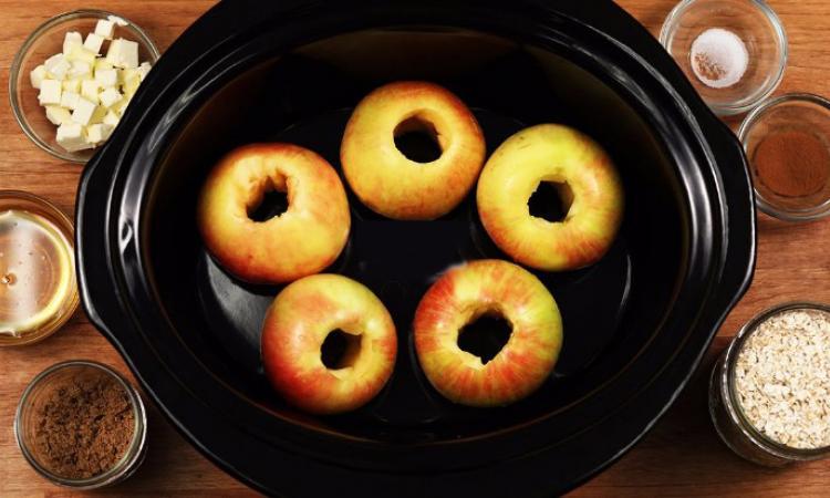 Un dessert RÉCONFORTANT... Ce que l'on ajoute à ces pommes déposées dans la mijoteuse est EXTRA!