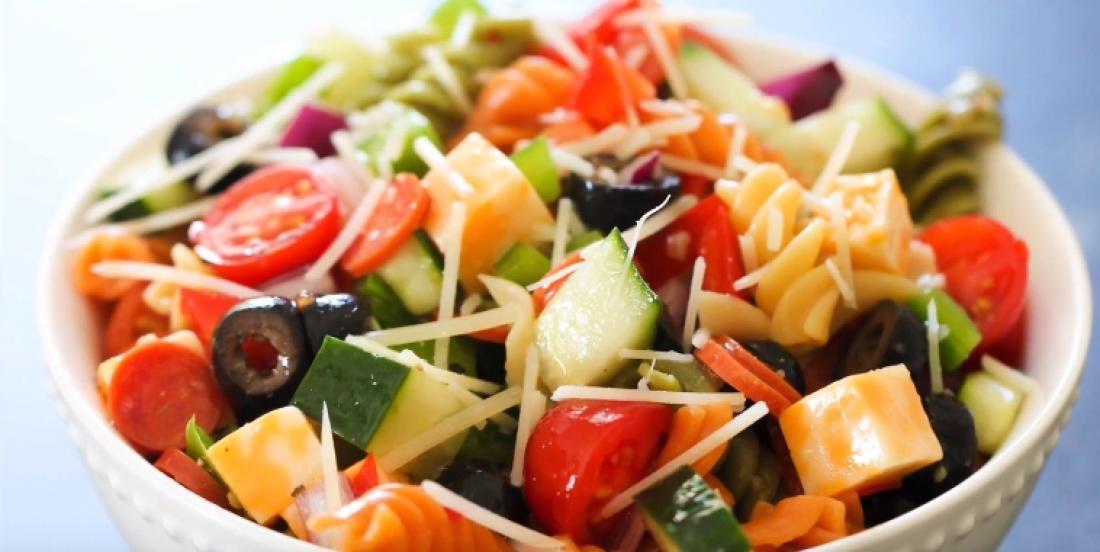 """La salade de pâtes traditionnelle de """"maman"""", un accompagnement simple et aimé de tous"""