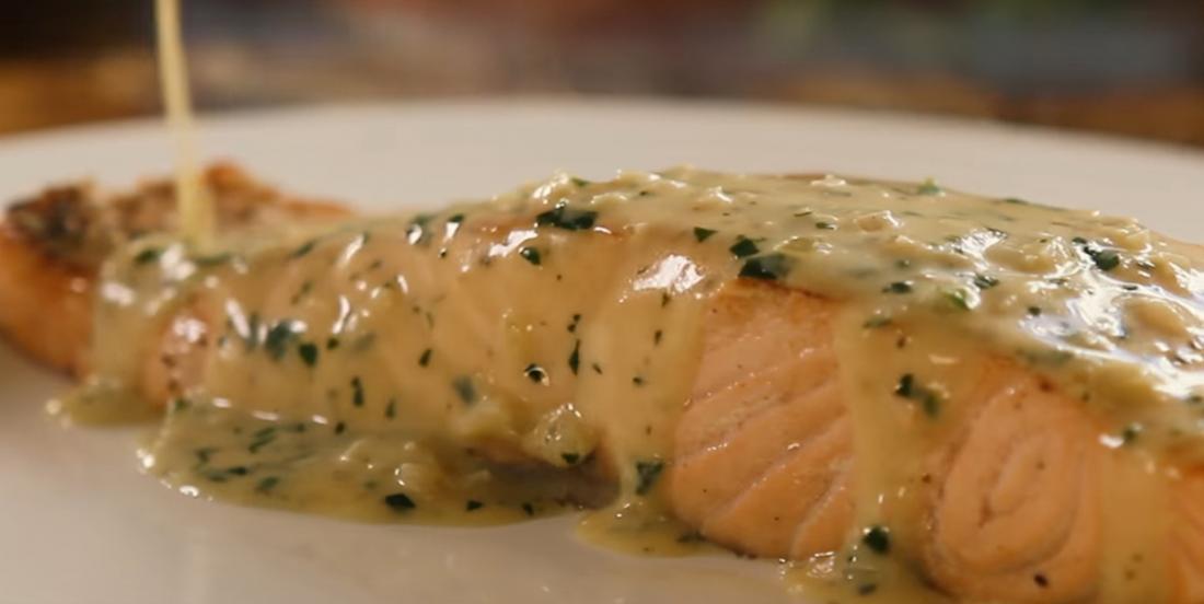 Un saumon express dans sauce crémeuse au beurre...