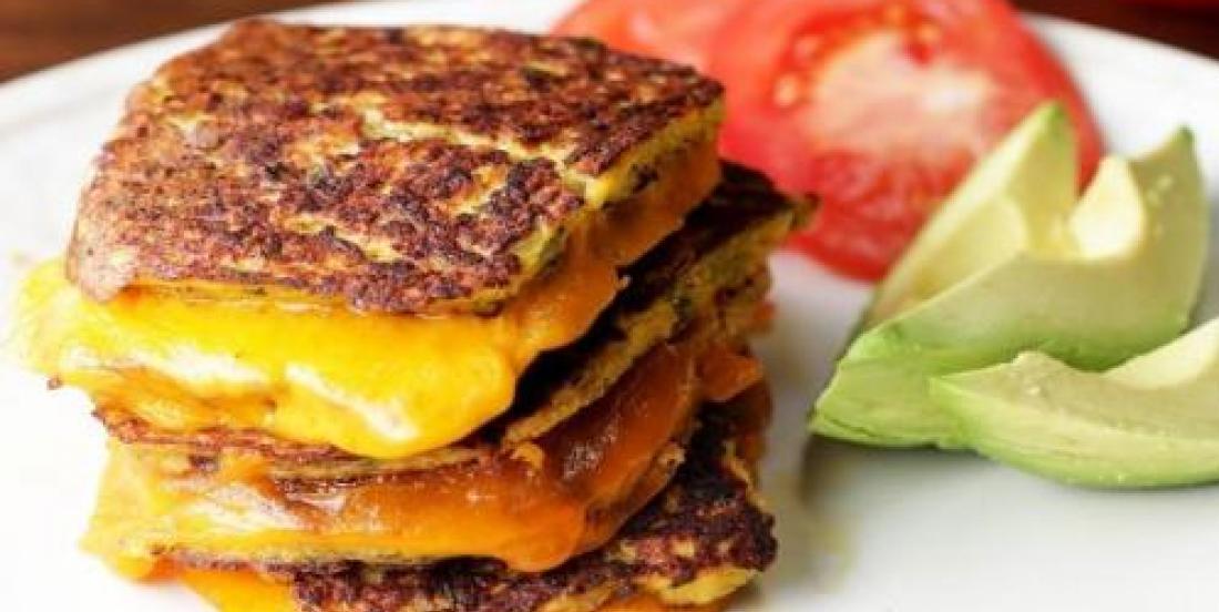 """Après la croûte de pizza CHOU-FLEUR, voici le """"grilled cheese"""" chou-fleur..."""