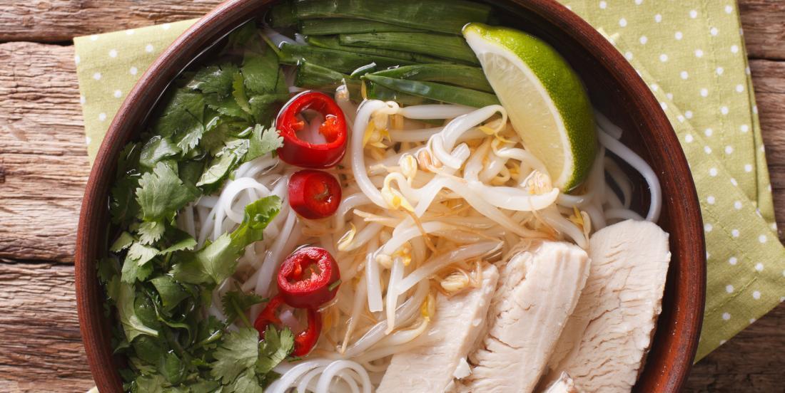 La soupe PHO au poulet, un classique vietnamien réinventé pour la mijoteuse!