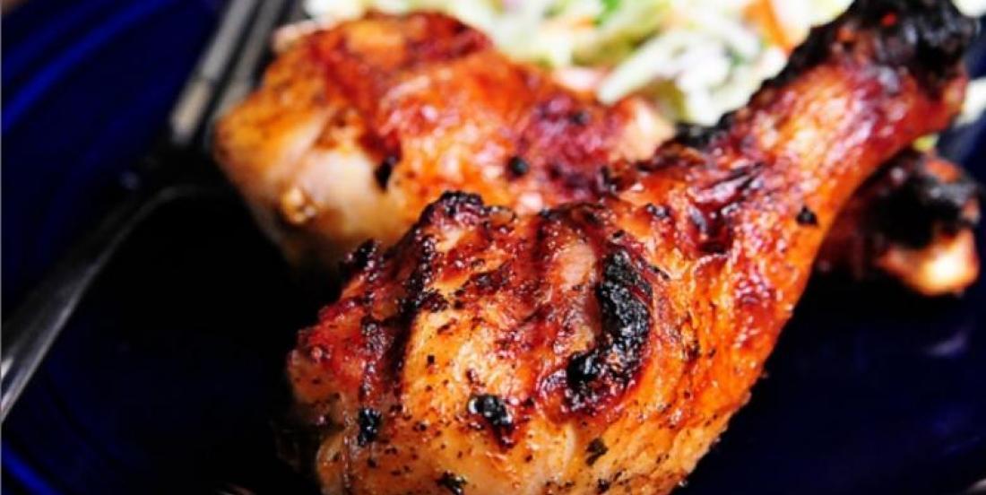 Pilons de poulet grillés sur le barbecue...marinade à la bière
