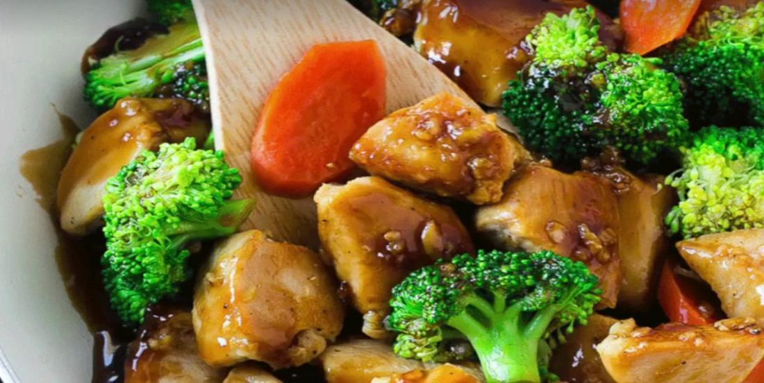 Servez un sauté de poulet miel & ail  pour le souper! Un repas simple, facile et DÉLICIEUX!