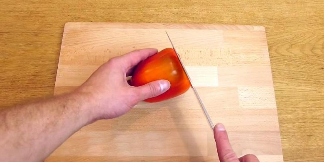 Astuce: Voici la BONNE façon de couper vos poivrons! C'est si simple et si rapide!