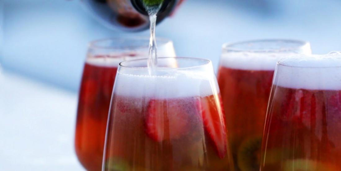 Une petite SANGRIA fraises et kiwis pour commencer le week-end?