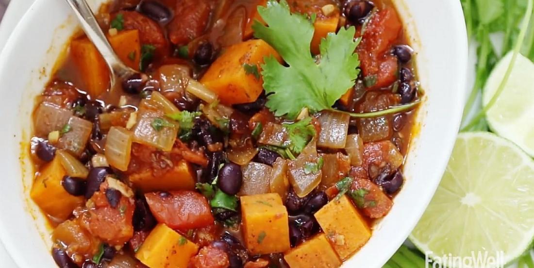 Chili végé à la patate douce et aux haricots noirs, faible en calories