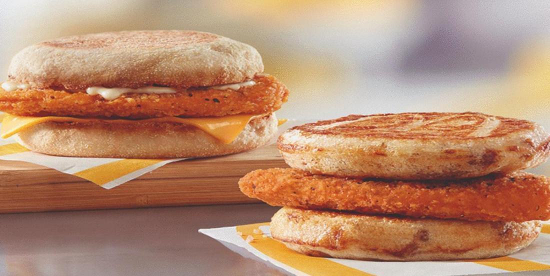 Nouveauté chez McDo! Deux sandwichs déjeuner au poulet pané y seront disponibles dès aujourd'hui