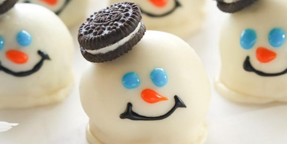 Une super collation hivernale: des bonshommes de neige aux biscuits Oreo!