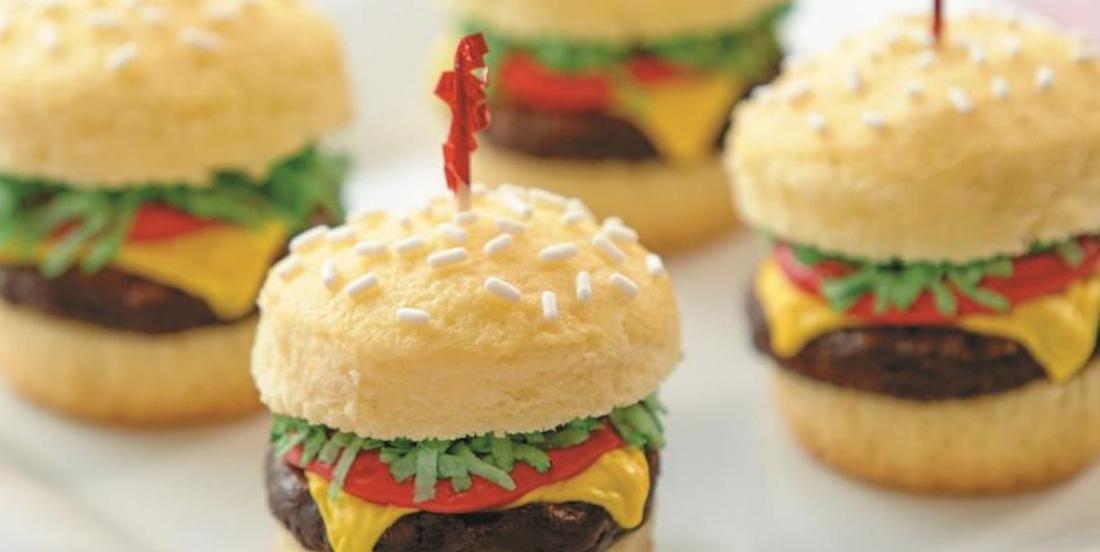 Une idée originale: des cupcakes en forme de cheeseburger!