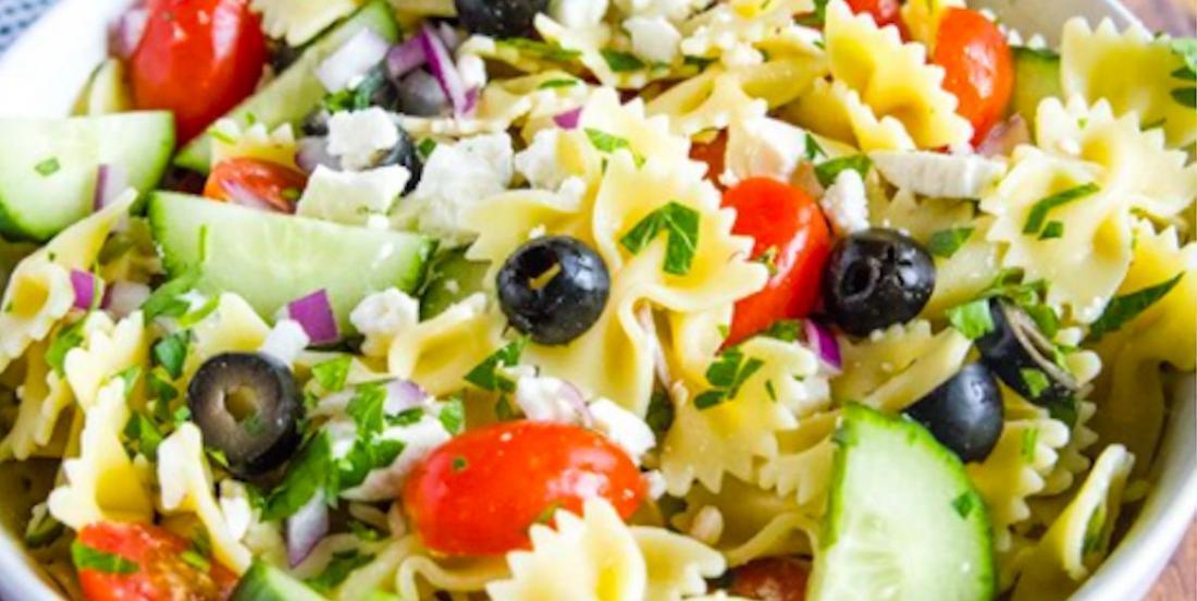 La recette passe-partout de l'été: la salade de pâtes à la grecque!