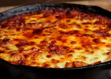 Vous allez découvrir un repas fabuleux sous ce fromage gratiné!
