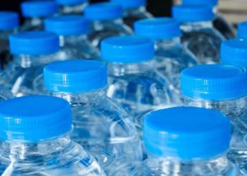 Ne buvez jamais l'eau d'une bouteille oubliée dans votre voiture. Cela pourrait être mortel
