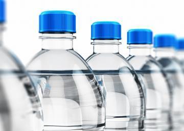 7 Raisons inquiétantes pour lesquelles vous ne devriez jamais boire de l'eau embouteillée