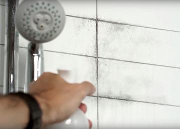 Taches de moisissure dans la salle de bain : La combinaison de ces 3 ingrédients fait des miracles