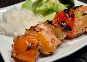 Brochettes de poulet dans une décadente marinade japonaise... des saveurs d'ailleurs, si envoûtantes