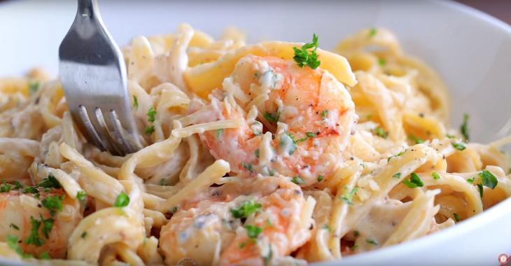 Fettucine aux crevettes  : Savoureux, facile à faire et parfait pour un horaire chargé!