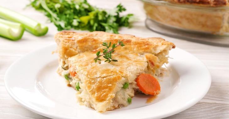 On le cuisine, on le mange tout de suite ou on le congèle... ce pâté au poulet crémeux est un incontournable à avoir sous la main!