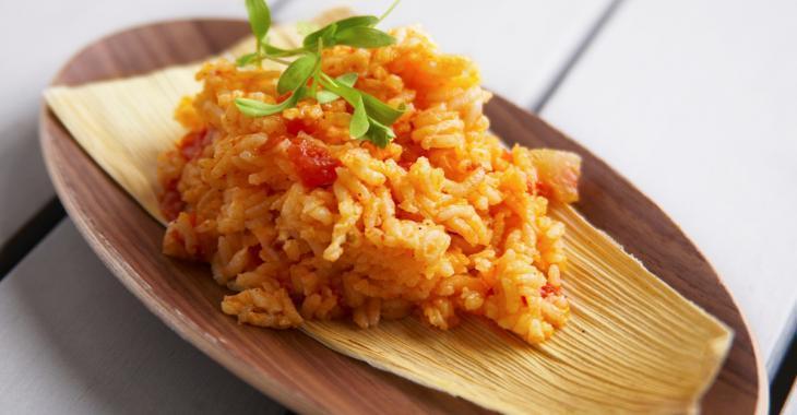 Avec une petite canne de jus de tomate, réalisez le meilleur riz mexicain que vous aurez mangé!