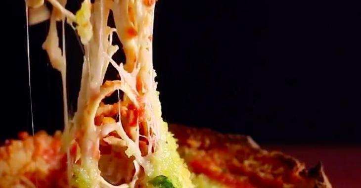 Un bol en pain, excellente idée! Avec du poulet et du parmesan, c'est juste trop parfait!