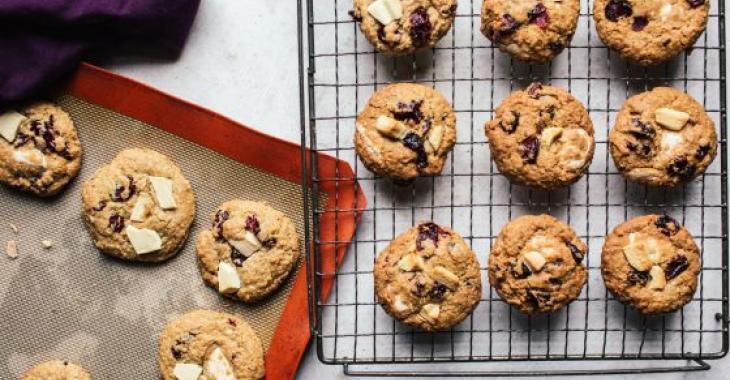 Biscuits à l'avoine, aux canneberges et au chocolat blanc