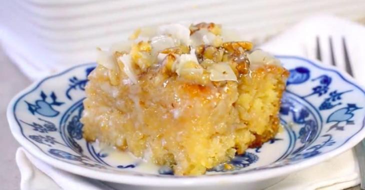 Voici un savoureux gâteau à l'ananas et à la noix de coco sans matières grasses