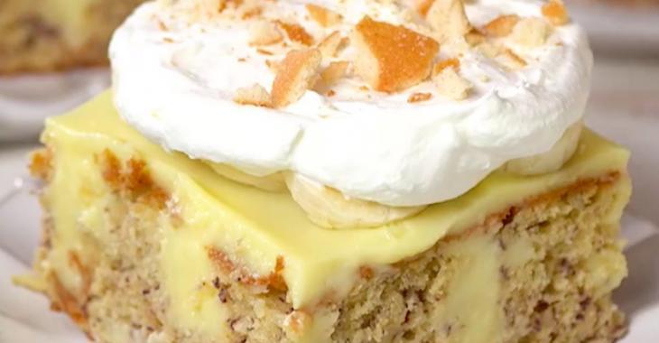 Ce poke cake à la banane vous fera toucher au paradis!