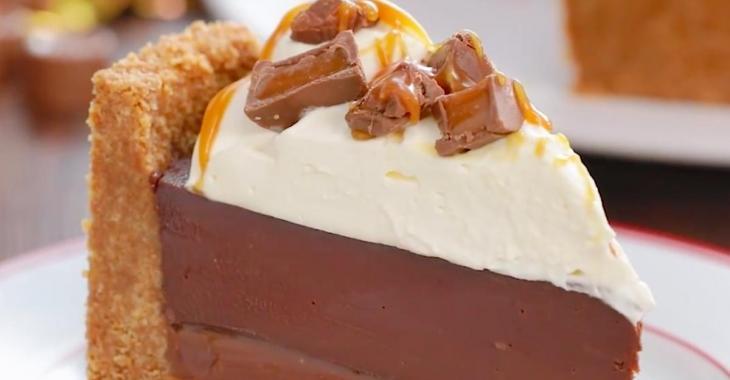 Tarte décadente à trois couches au chocolat Rolo