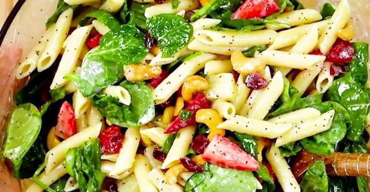 Vous devez absolument essayer cette recette de salade de pâtes qui sort de l'ordinaire!