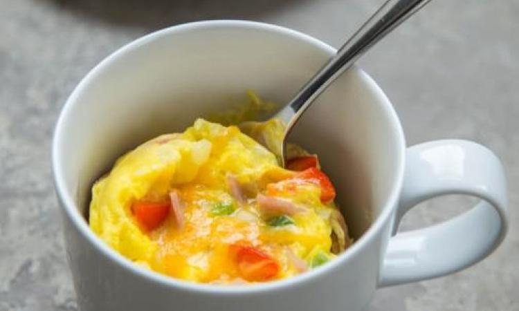 Une omelette Western en 60 secondes... C'est possible et c'est délicieux!